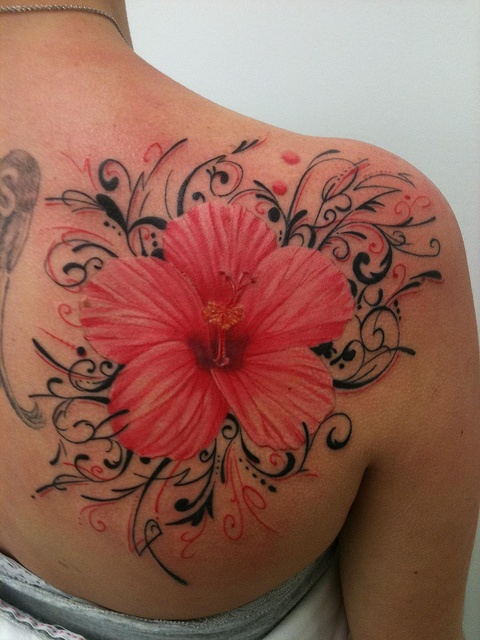 Birth-Flowers-Tattoo-On-Back-Of-Shoulder-4