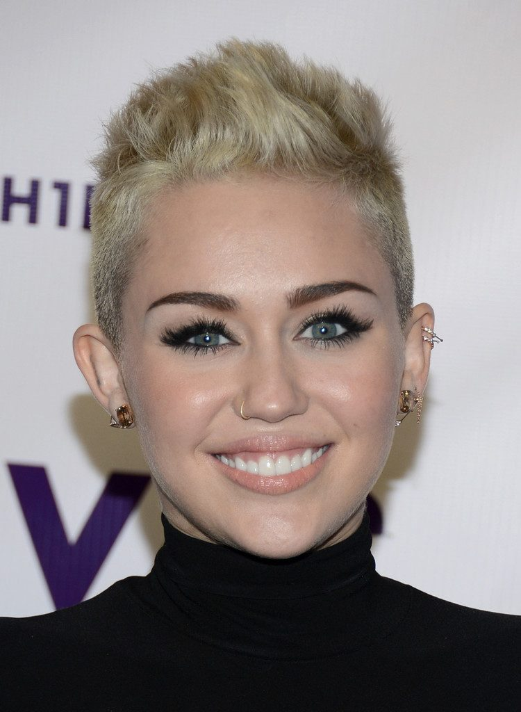 Miley+Cyrus+Body+Piercings+Nose+Piercing+wEpI0f2acKDx