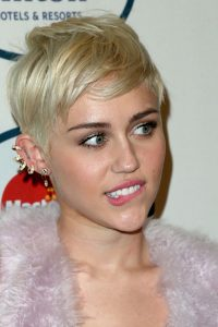 miley-cyrus-clive-davis-grammys-2014-earring-details